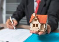 Nincs még lecsengőben a hazai ingatlanpiac, a megyeszékhelyeken a fővárosi ár fele egy négyzetméter