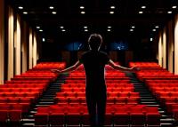 Koronavírus - Színházi előadások és koncertek is követhetők online
