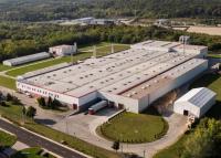 Önfertőtlenítő lakkréteg, tűzálló padlózat – Győrben van az európai padlógyártás egyik központja