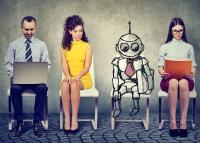 Kémkedésre alkalmas robotok miatt kért bocsánatot vendégeitől