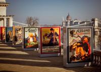 Különleges szabadtéri plakátgyűjtemény a Várkert Bazár teraszán