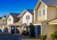 Az inflációtól tartanak a befektetők, nagyot ralizik az ingatlanszektor
